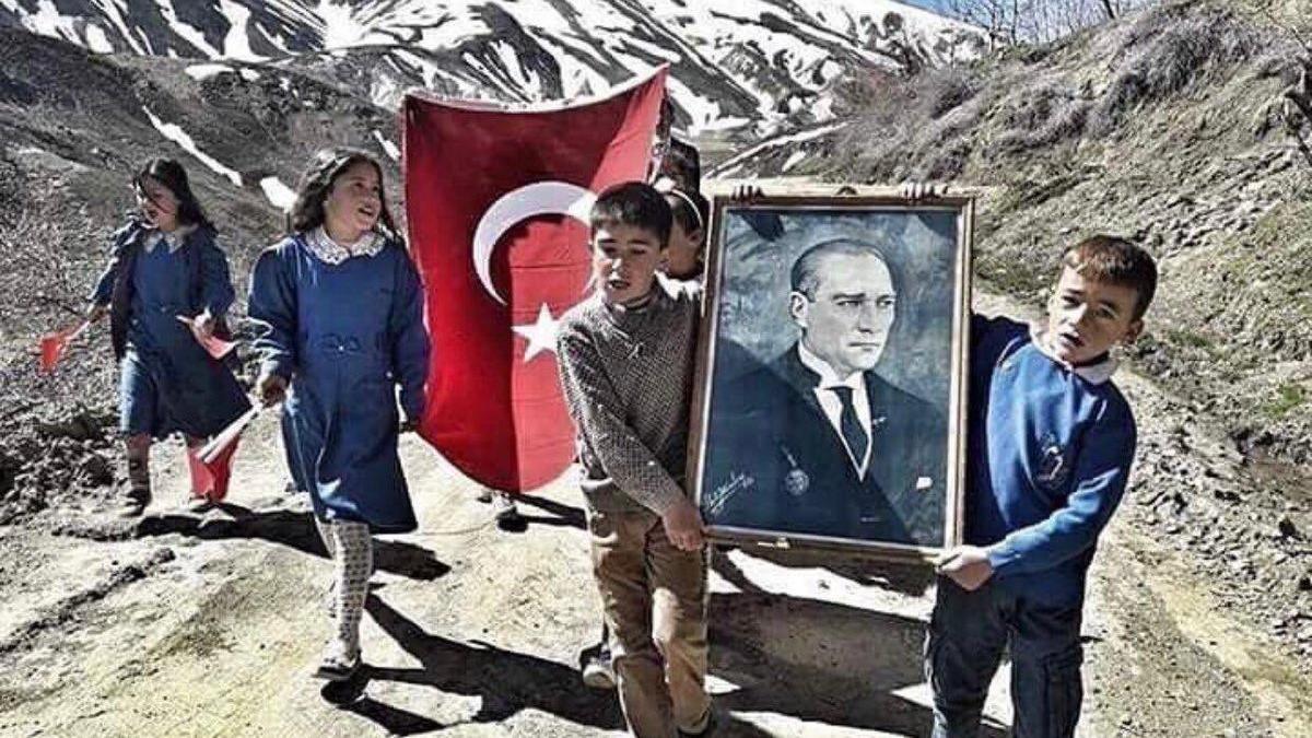 Ünlülerin 23 Nisan Ulusal Egemenlik ve Çocuk Bayramı coşkusu