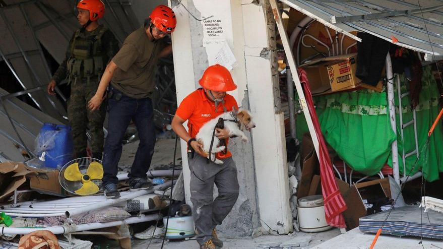 Filipinler'de korkutan deprem: 6.4 ile sallandılar