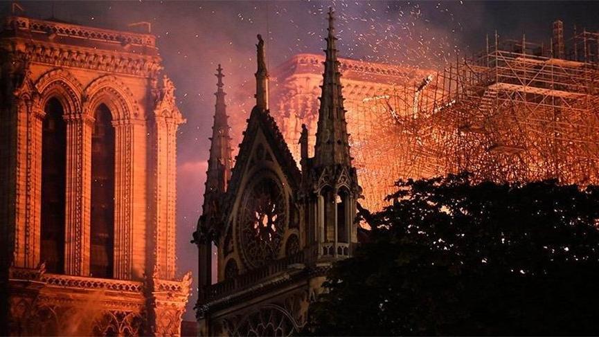 Notre Dame Katedrali'nin yeniden inşası için yasa tasarısı