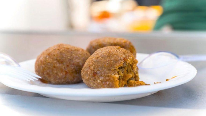 İrmik köftesi tarifi: Aperatif bir menü için irmik köftesi nasıl yapılır?
