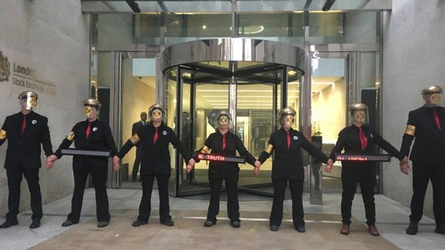 Göstericiler Londra Borsası'nı işgal etti