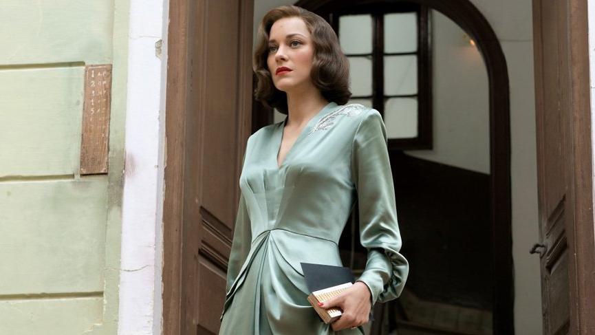Marion Cotillard filminin galasındaki rüküş haliyle dikkat çekti