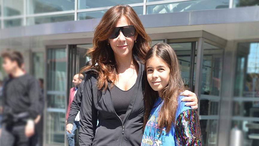 Zeynep Yılmaz kızı Yasemin ile alışverişte