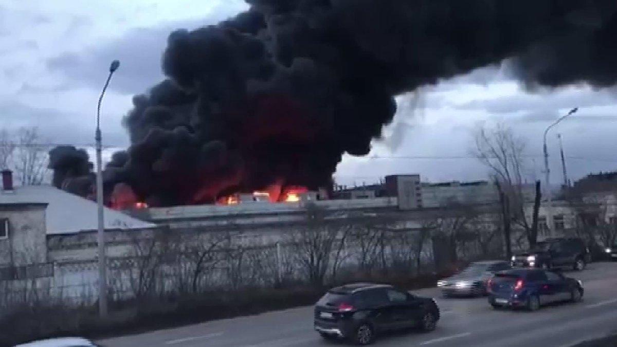 Rusya'da balistik füze fabrikasında yangın!