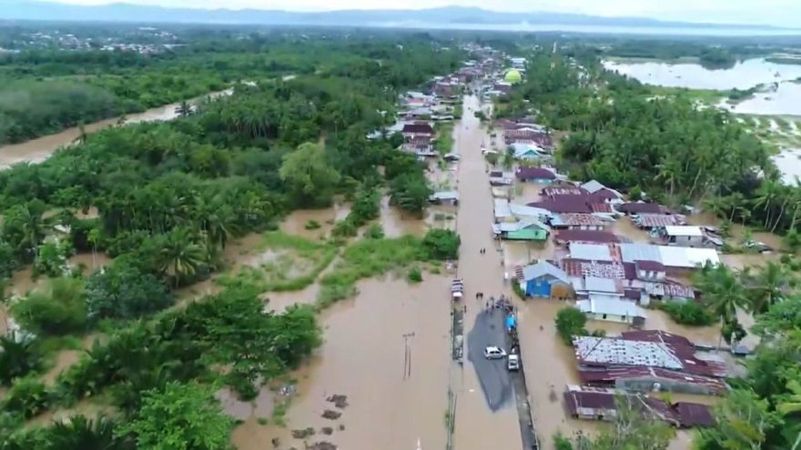 Endonezya'da sel ve heyelanlardan ölenlerin sayısı artıyor