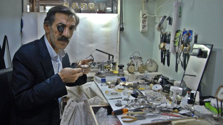 100 antika saat tamircisinden biri Diyarbakır'da