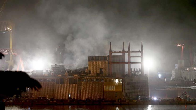 Son dakika...Tuzla tersanede askeri gemide yangın çıktı