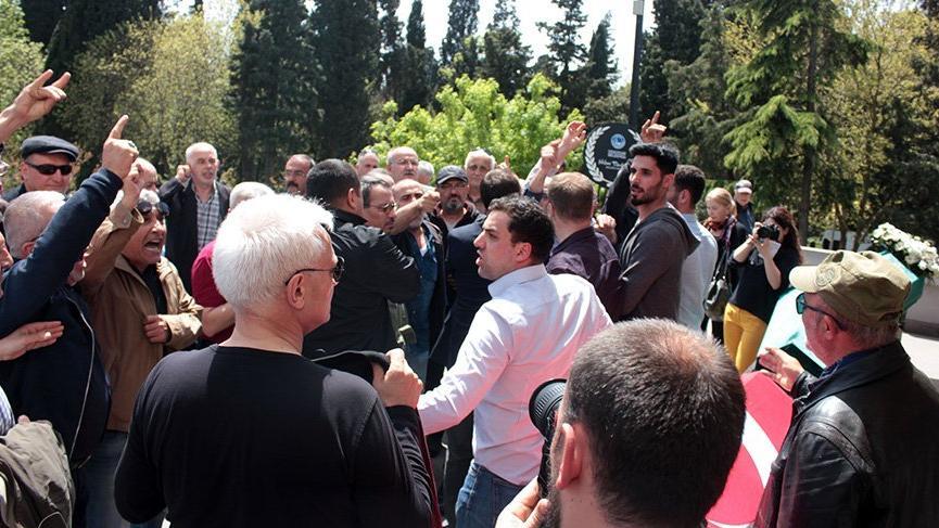 Raci Tetik'i tabutu başında protesto ettiler