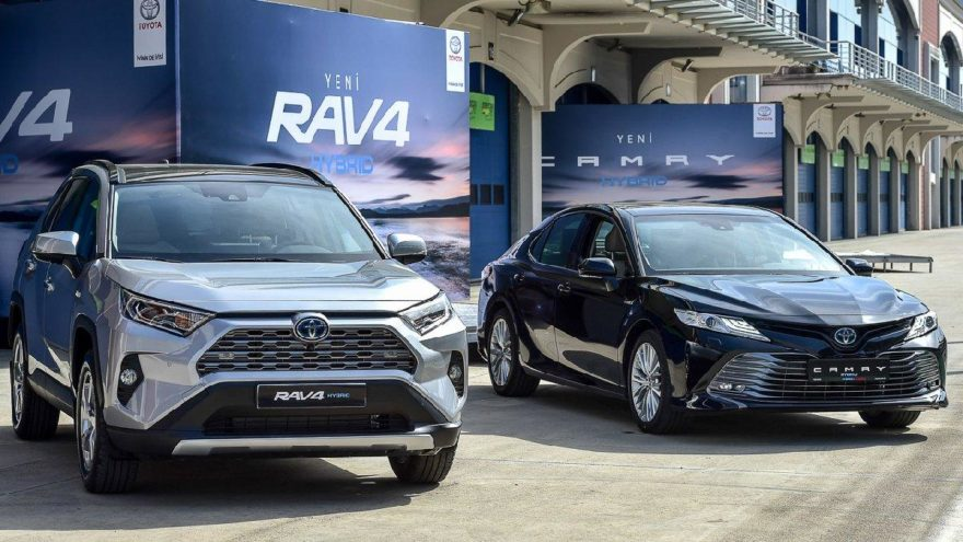 Yeni Toyota Camry Hybrid ve RAV4 Hybrid kaç para?