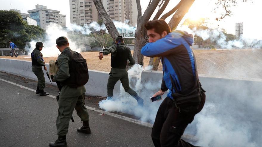 Son dakika... Venezuela'da darbe girişimi! Maduro: Askerler bağlılıklarını bildirdi