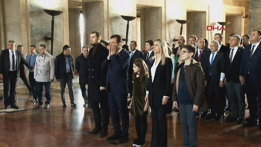 İmamoğlu'ndan saygı duruşu sonrası Atatürk'e dua