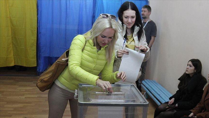 Poroşenko'ya şok... Ukrayna'da seçimler ikinci tura kaldı!