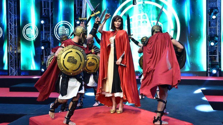 Ayşe Hatun Önal gladyatörlerle sahnede