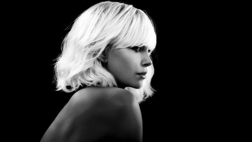 Charlize Theron'un stil değişikliği kafaları karıştırıyor