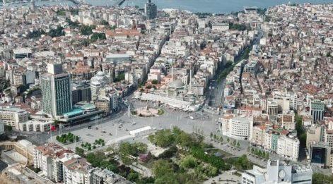 Taksim'de son durum: Çelenk ve karanfil bıraktılar