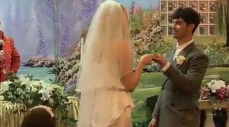 Sophie Turner ve Joe Jones Las Vegas'ta gizlice evlendi