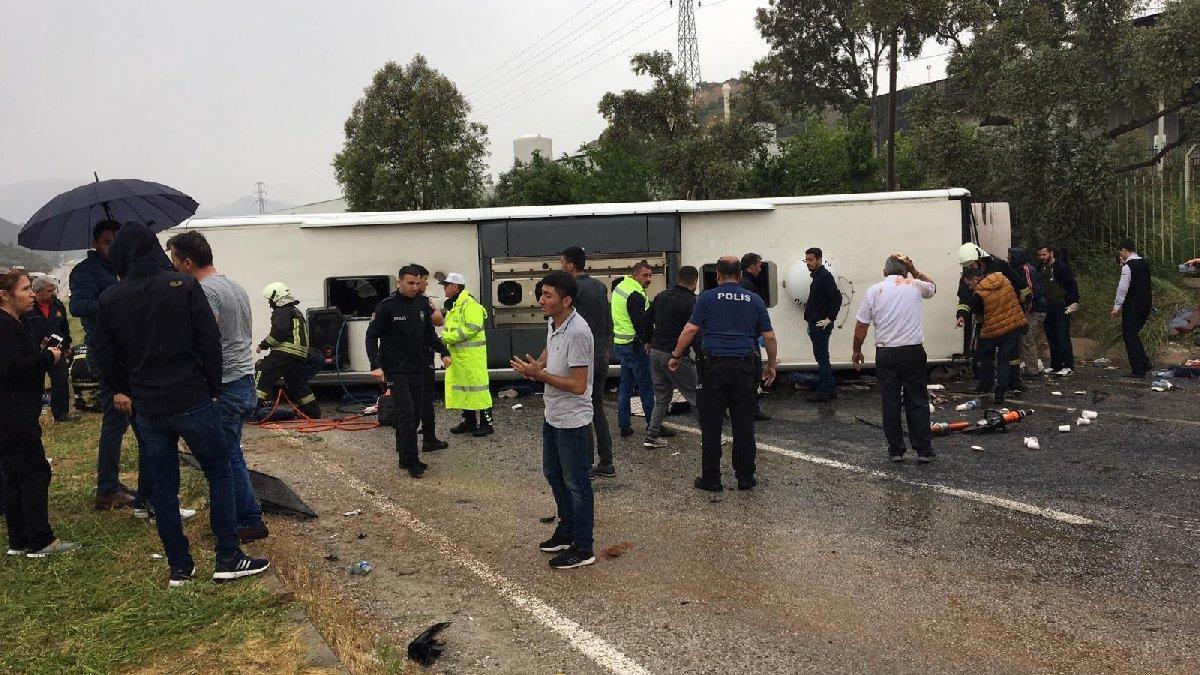 Milas'ta yolcu otobüsü devrildi: 2 ölü, 29 yaralı