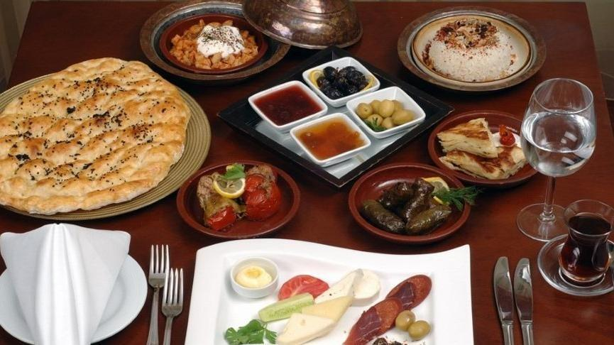 Sahurda ne yemeli? Ramazan'da tok tutan yiyecekler...
