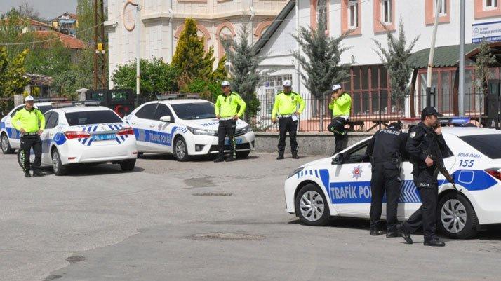 Ankara'da polis uygulama noktasına araç daldı: Bir polis memuru şehit