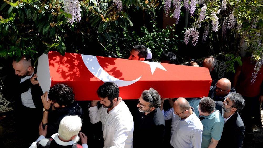 Fesli Kadir'e Türk bayraklı tören!