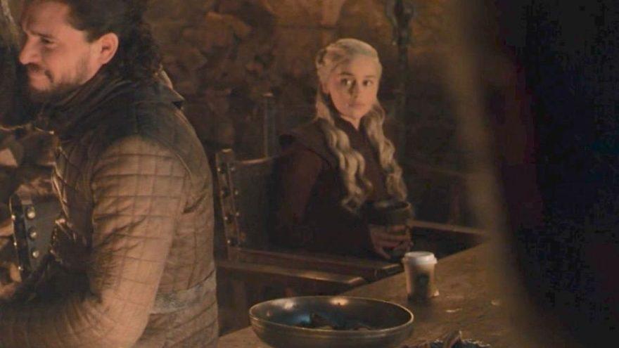 İzleyenler şaşkına döndü: Game of Thrones'ta Starbucks bardağı çıktı