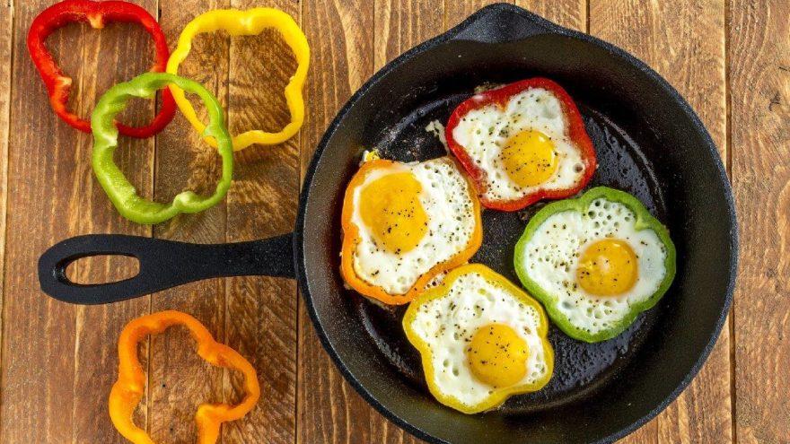 Sahur için pratik yemek: Biberli yumurta tarifi! Biberli yumurta nasıl yapılır?