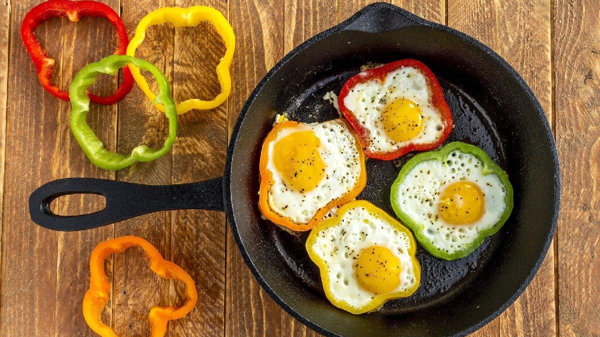 Sahur için pratik yemek: Biberli yumurta tarifi!
