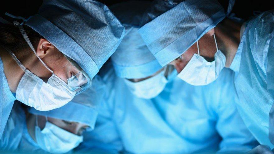 Göğüs kafesini saran tümörden yapay göğüs kafesiyle kurtuldu