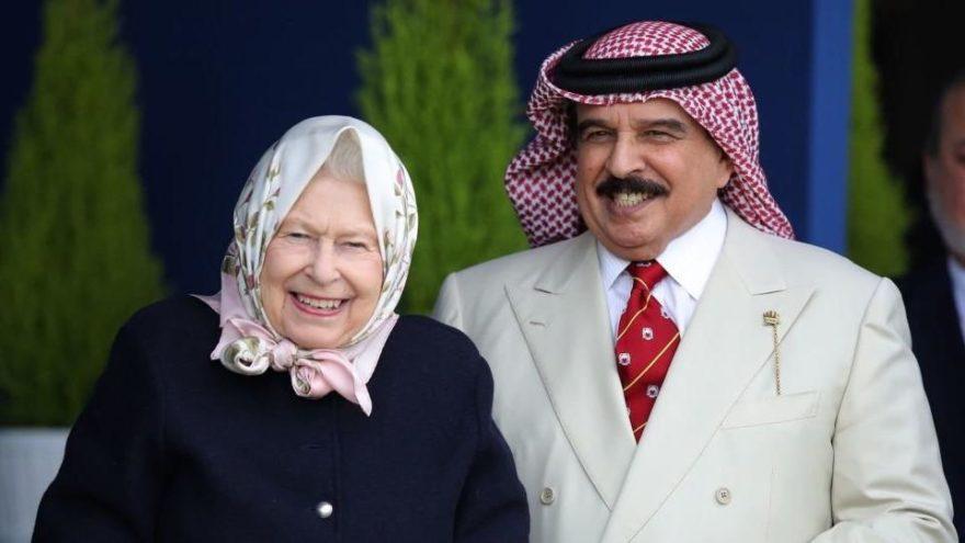 İngilizler Kraliçe Elizabeth'i topa tuttu: Zehirli ilişkiyi bitir!
