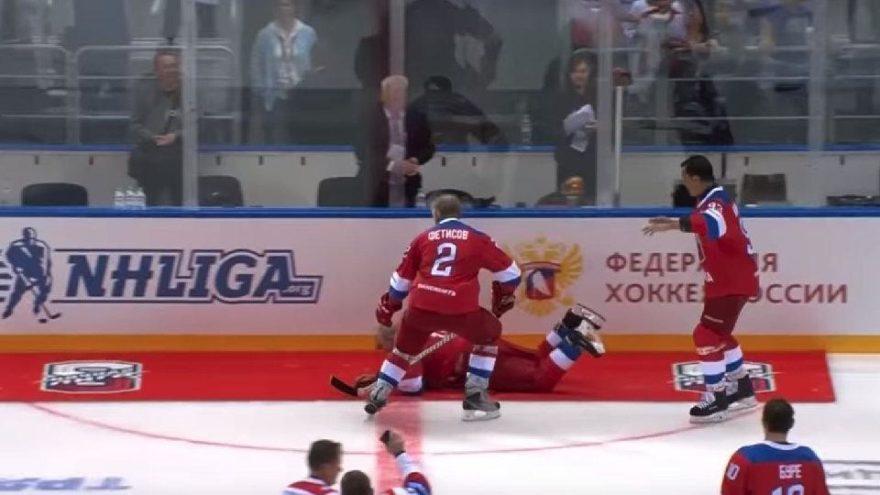 Putin, buz hokeyi maçında fena düştü