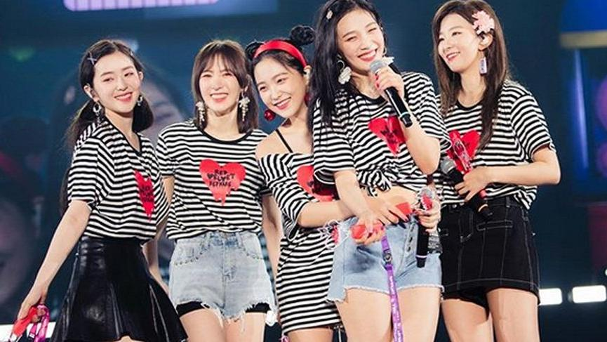 Red Velvet grubu üyesi Joy havai fişeklerden korktu