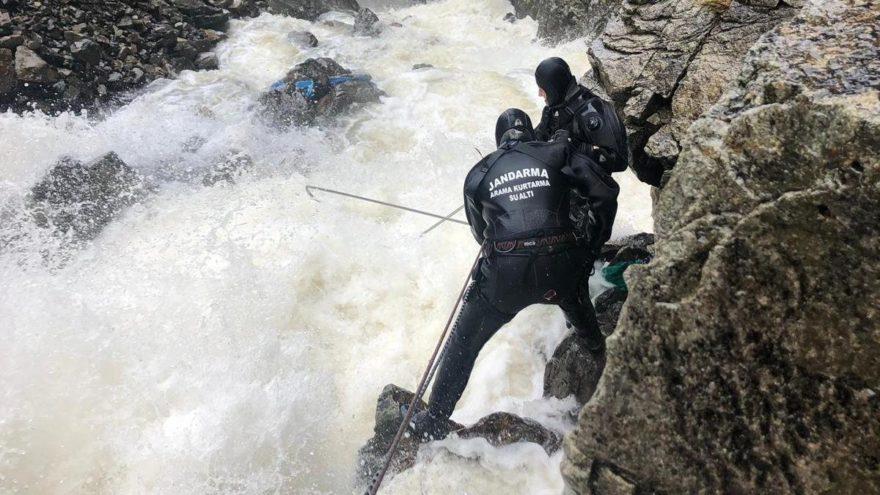 Kayıp gazeteciyi arama çalışmaları zor şartlarda sürüyor
