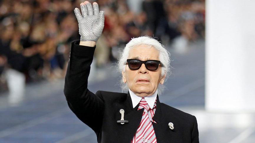 Karl Lagerfeld'in 1960'lı yıllardaki eskizleri satıldı!