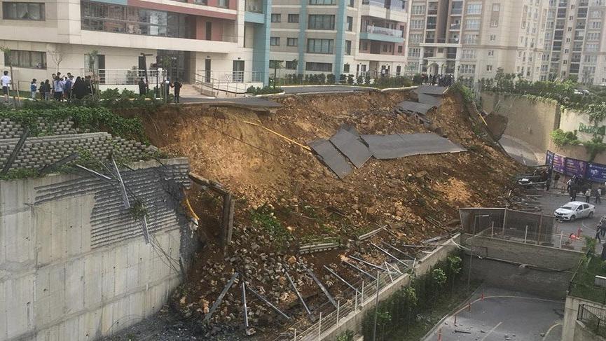 Son dakika: İstanbul'da bir sitenin istinat duvarı çöktü