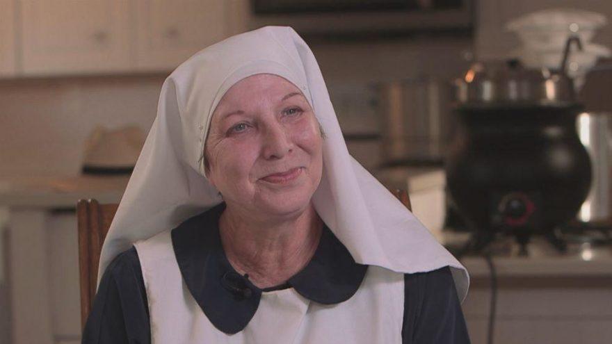 Çılgın rahibe: Kocası aldattı, dolandırıldı, şimdi kenevir üretiyor