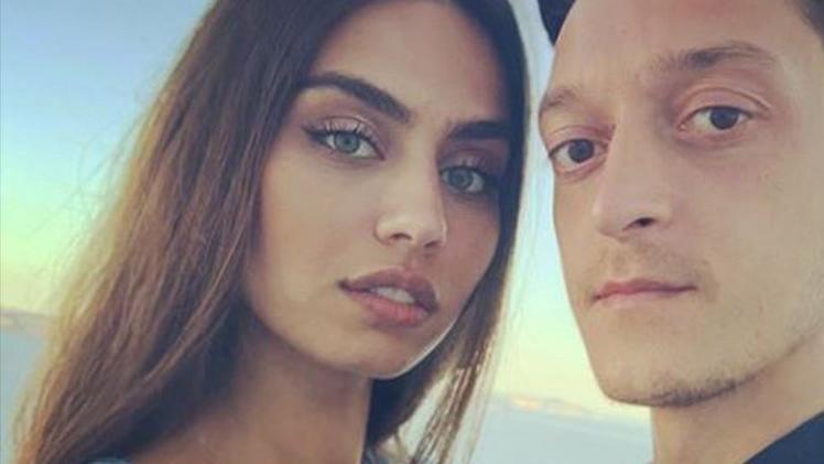 Mesut Özil ve Amine Gülşe düğün hazırlıklarını tamamladı