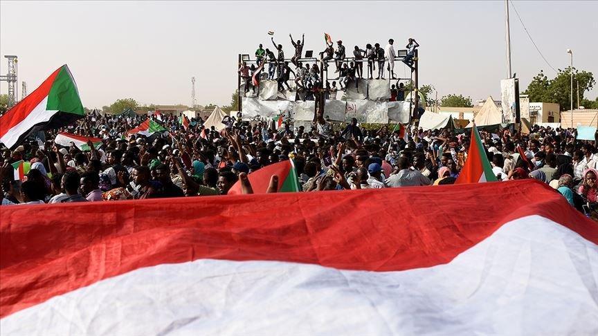 Sudan'da askeri konsey ve muhalefet geçiş süreci için anlaştı