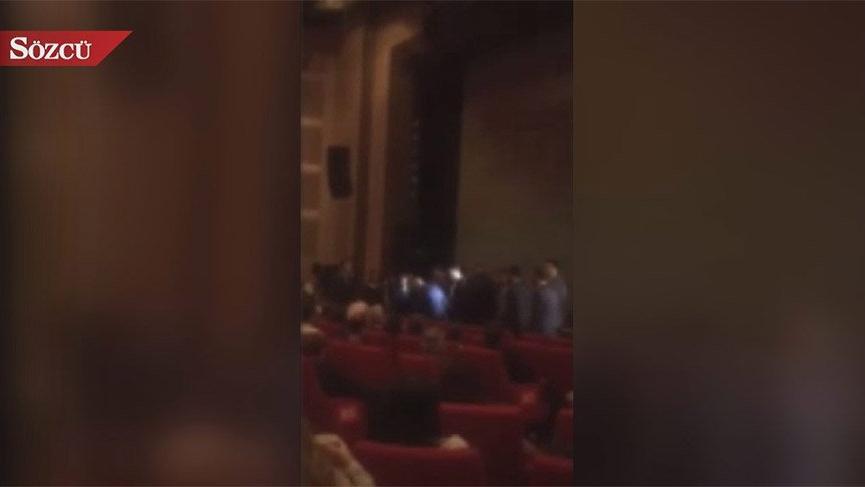 Binali Yıldırım salona girince protestoyla karşılaştı
