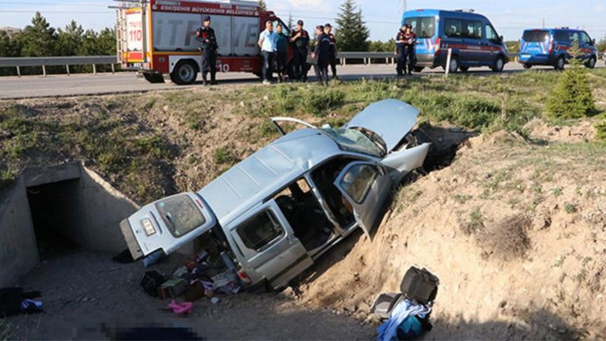 Eskişehir'de feci kaza: 2 ölü, 3 yaralı
