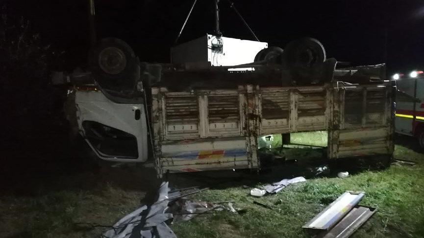 Mültecilerin bulunduğu kamyon devrildi! 5 ölü, 37 yaralı