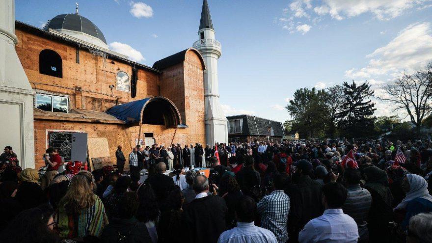 ABD'de kundaklanan cami için kenetlendiler: İslamofobiye hayır