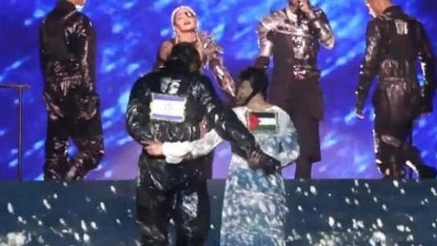 Ýsrail'deki Eurovision finaline Madonna Filistin bayraðýyla damga vurdu