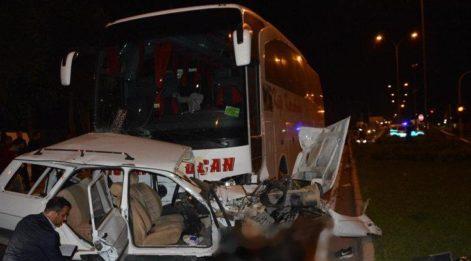 Yolcu otobüsü otomobile çarptı! 3 ölü