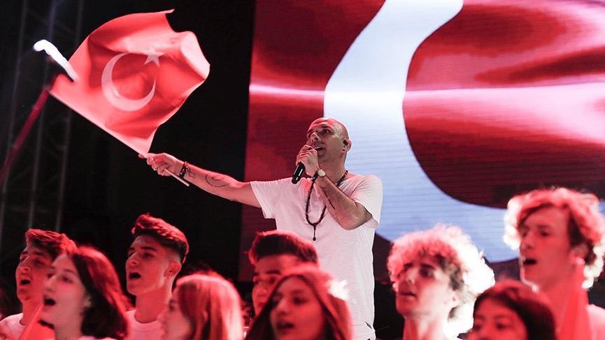 Gripin finali Gençlik ve İzmir Marşı ile yaptı