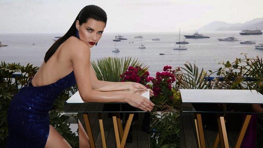 Adriana Lima 72. Cannes Film Festivali'ndeki stili ve aldığı kilolarla dikkat çekti