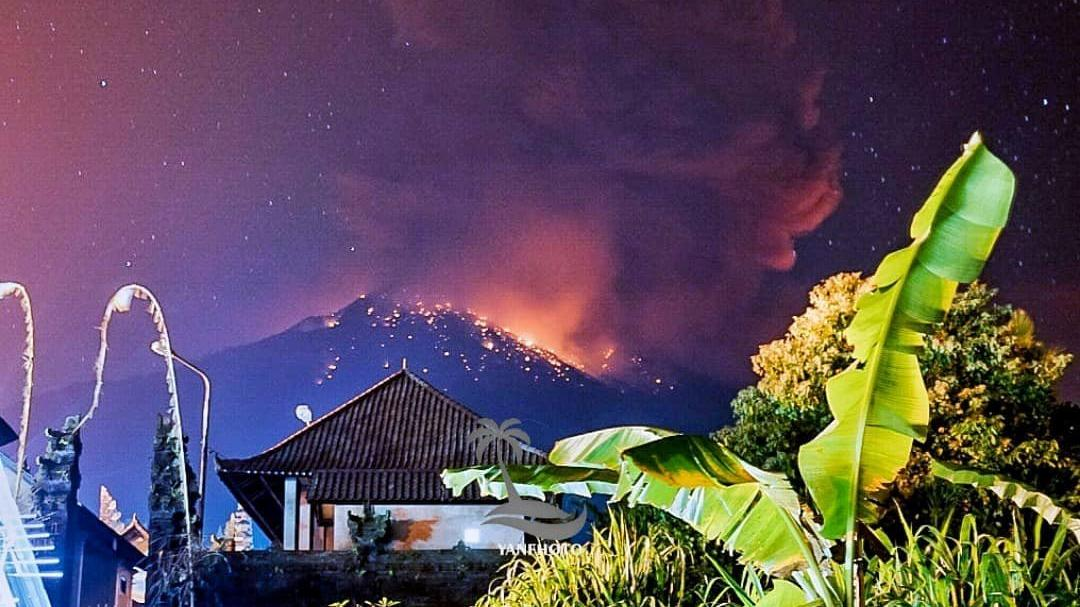 Agung'ta korkutan patlama! Uyarılar ardı ardına geliyor