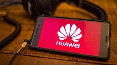 Huawei'ye uygulanan yaptırımlardan sonra iPhone'u yerden yere vurdular