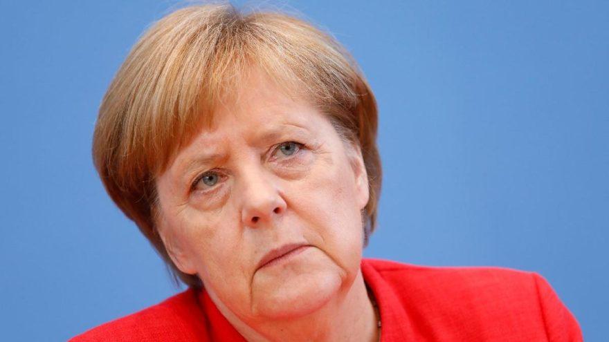 Merkel'den kafaları karıştıran açıklama: Karanlık güçler yükseliyor