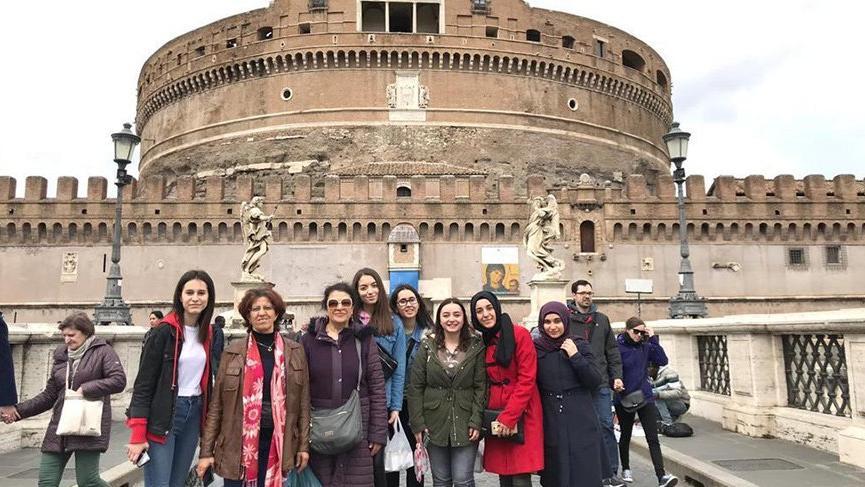 Liseli kızlarımız Avrupa'da