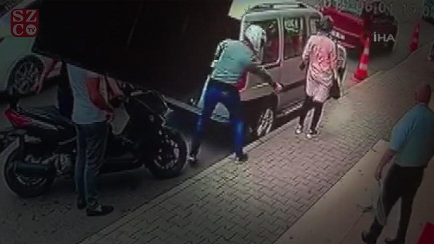 Kartal'da fırın önünde bekleyen kadına silahlı saldırı kamerada